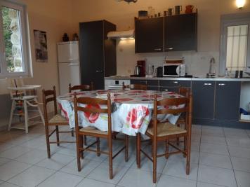 Cuisine équipée, salle à manger pour 6 personnes